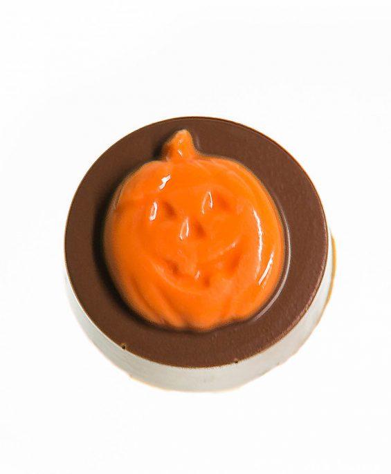 prod_h_0055_auntcharlottes-candy-holiday-jackolantern-medallion-9722