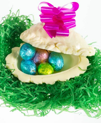 prod_e__0020_AuntCharlottes-candy-Easter-4 Inch White Chocolate Hollow Egg-4717