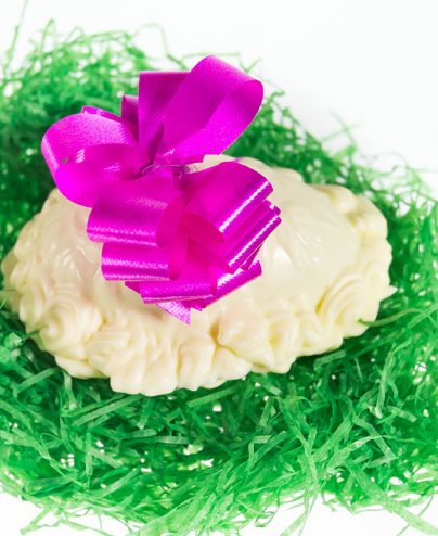 prod_e__0021_AuntCharlottes-candy-Easter-4 Inch White Chocolate Hollow Egg-4715