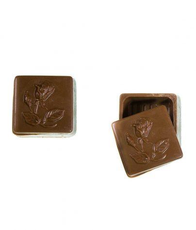 ac_prod_moms_0001_tiny_rosebud_chocolate_box_milk_7261